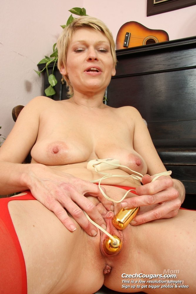 Video cougar mature #1