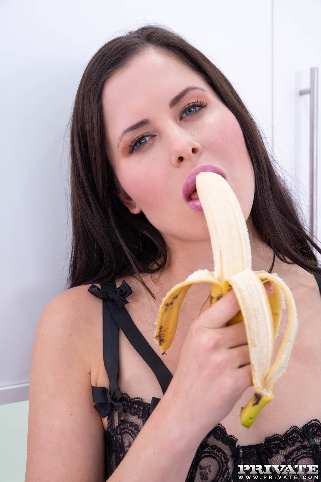 Wife strewed