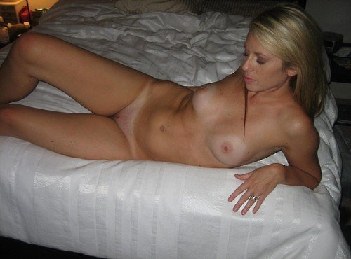 Daring wife flashing