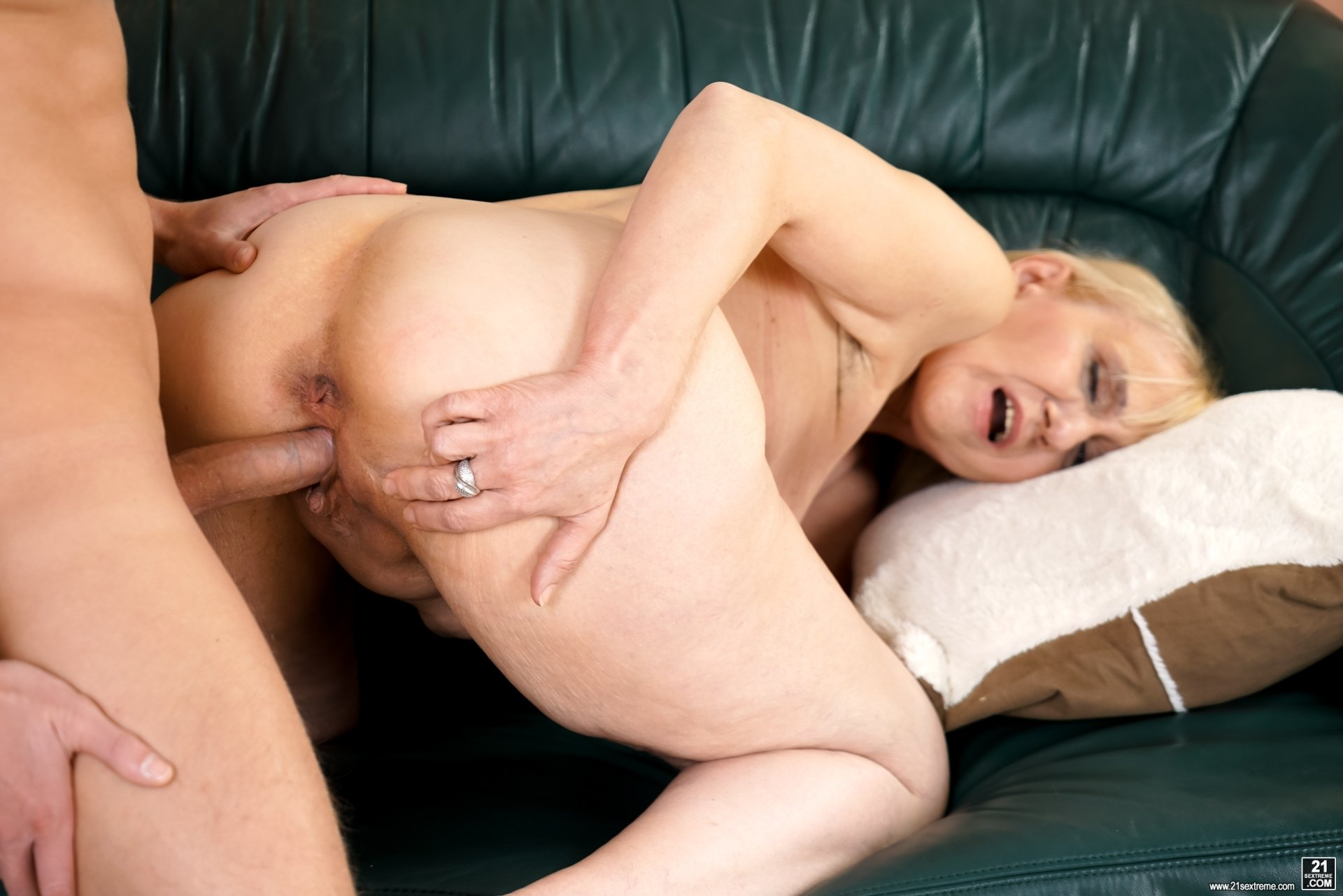 Casting buityful gril sex virgin boy home