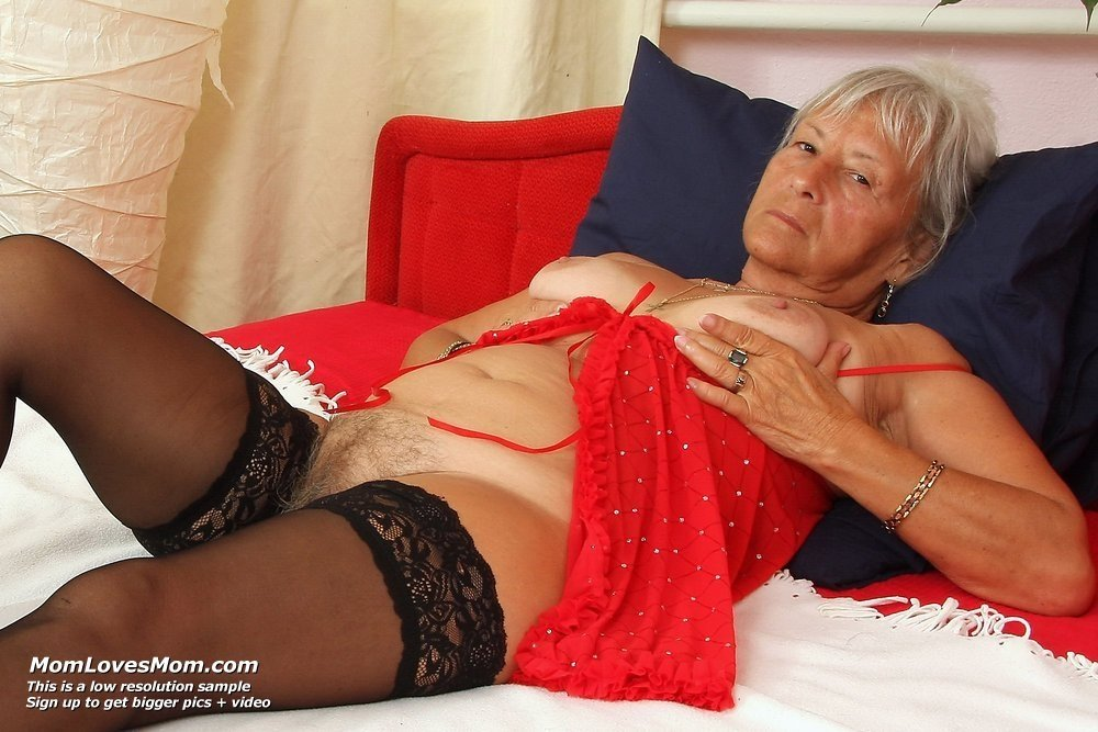 milf in bed pics