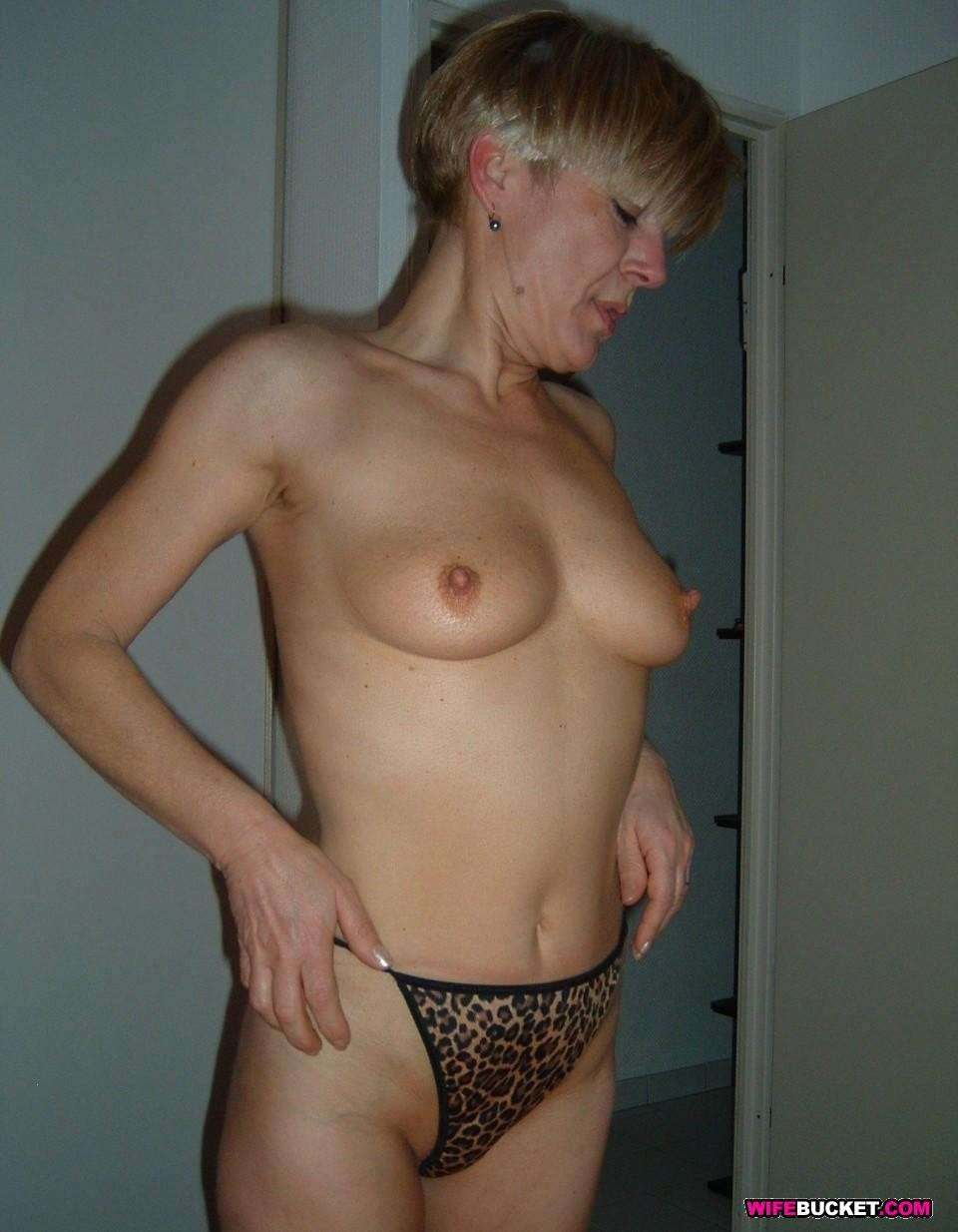 naked mature wives pics