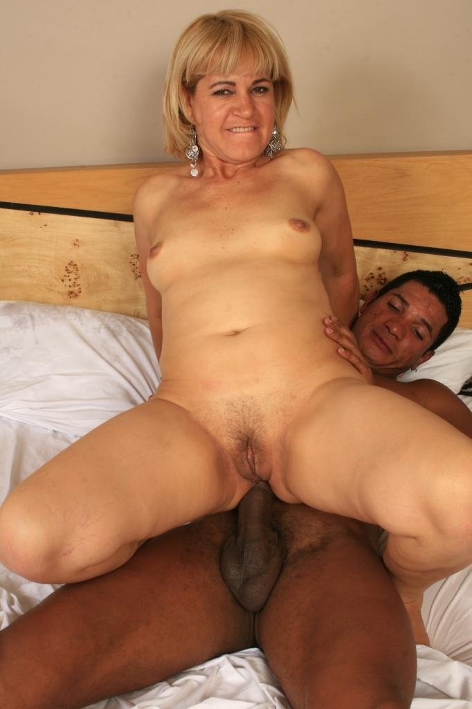Nervous wife tries first bbc amateur