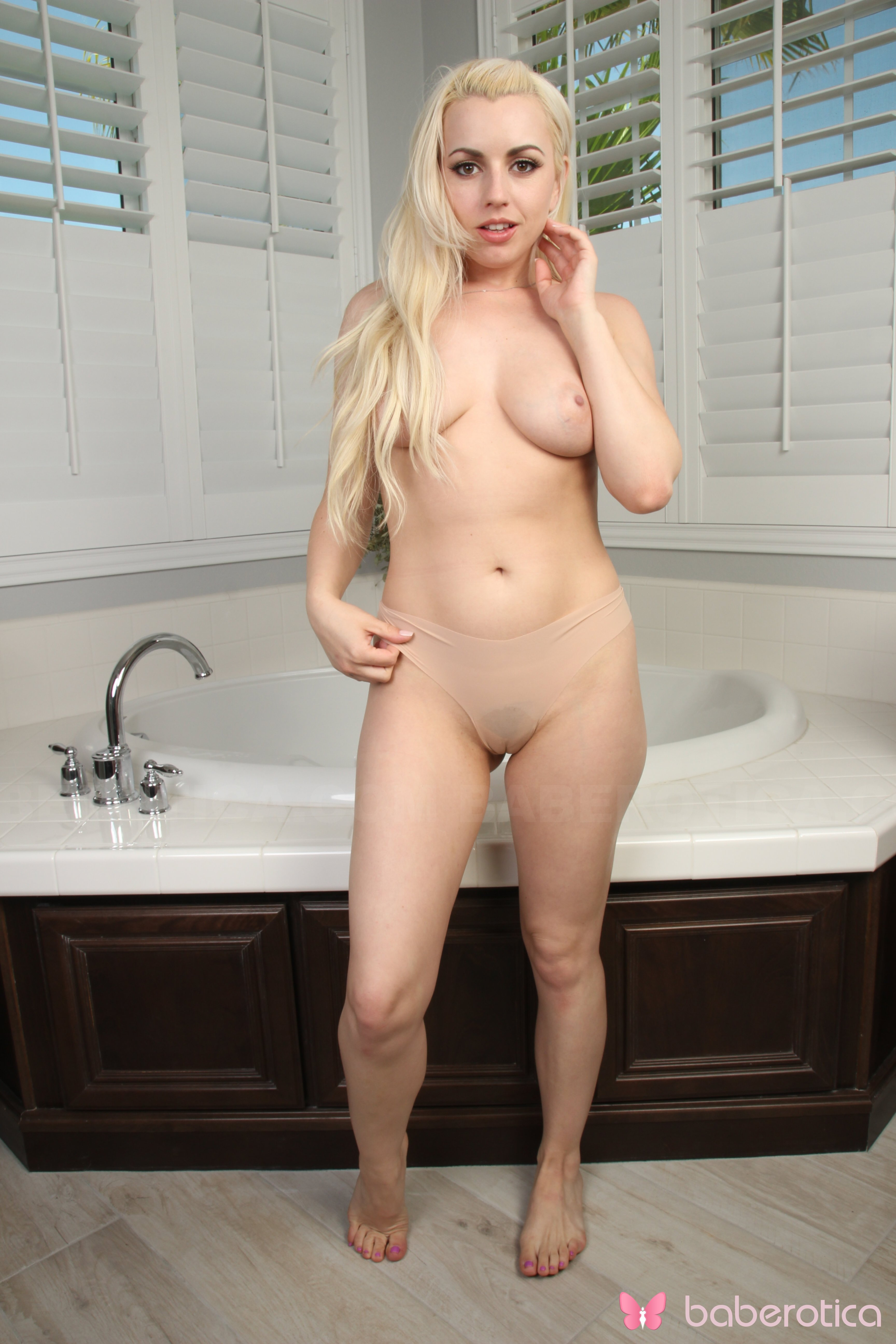 Lexi Belle With Big Boobs Sticks Panties In Love Box In -2304