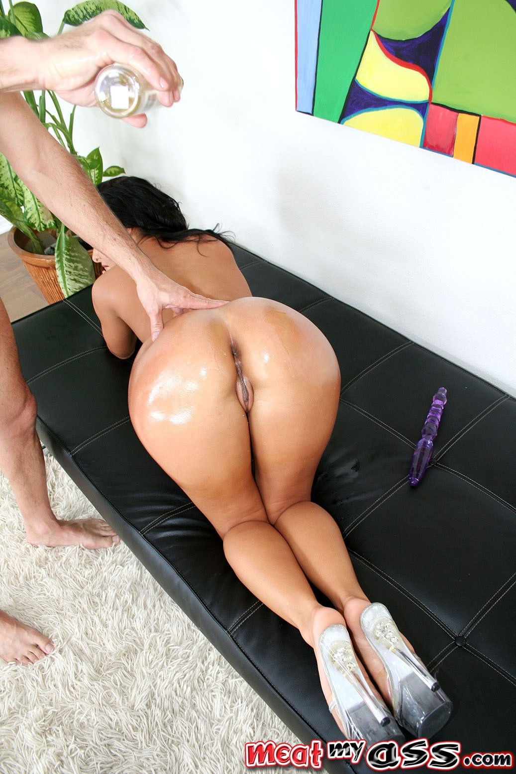 thick milf thighs