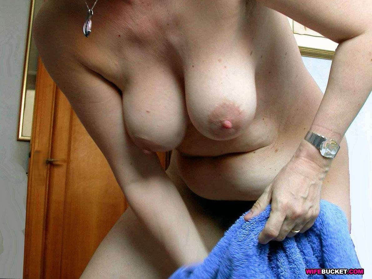 Milf big boobs jiggle