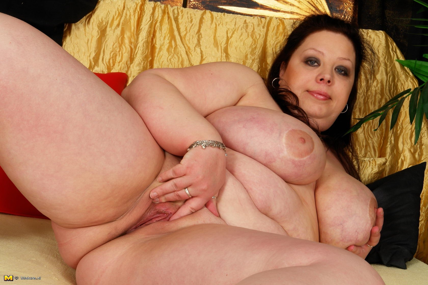 My wifes heavy breasts