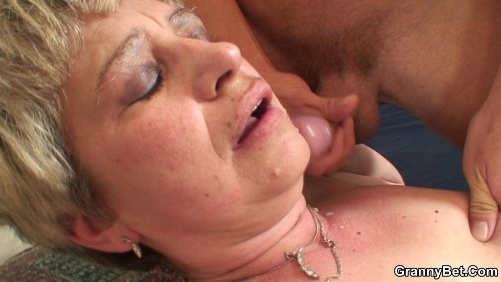Sleeping granny porn videos Cam vebcam