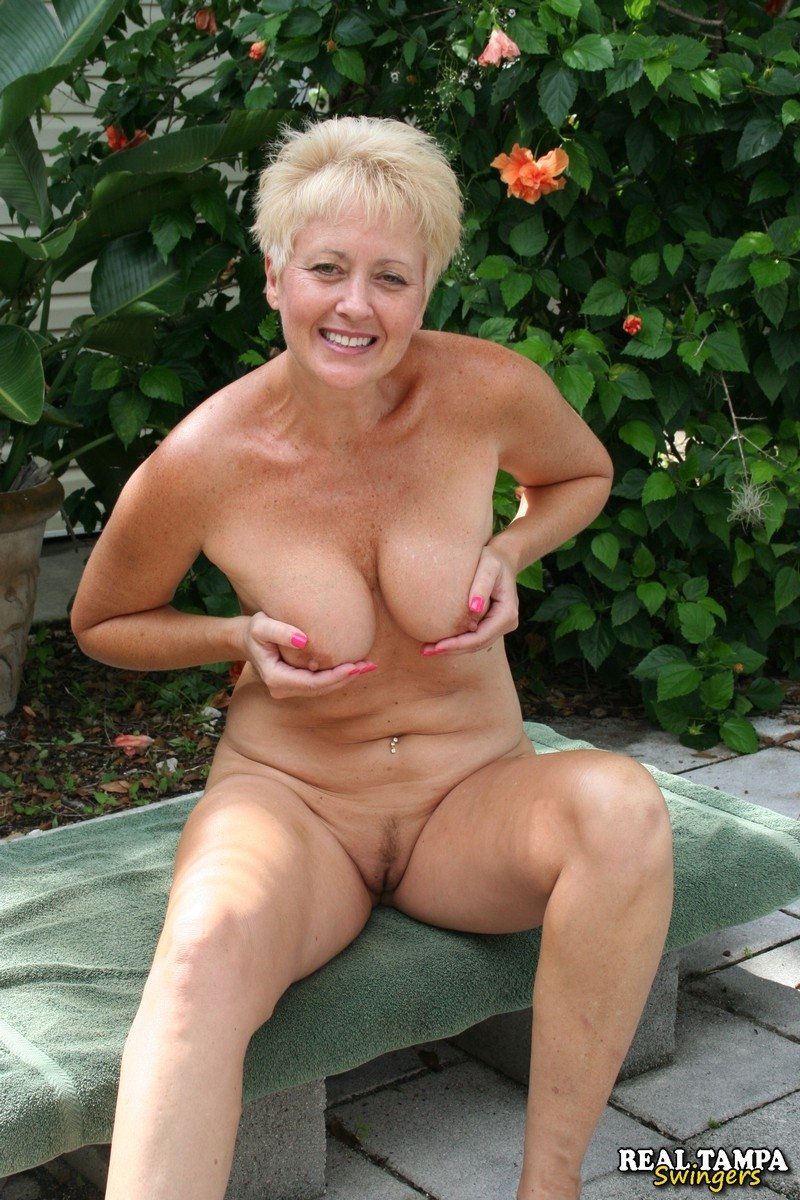 Hq porn lisa amateur naked babe toying with her tits and pussy