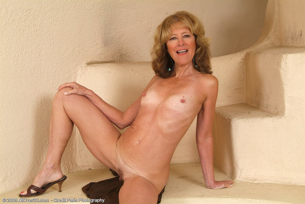 Gardazshura    reccomend mature stockings spreading pics