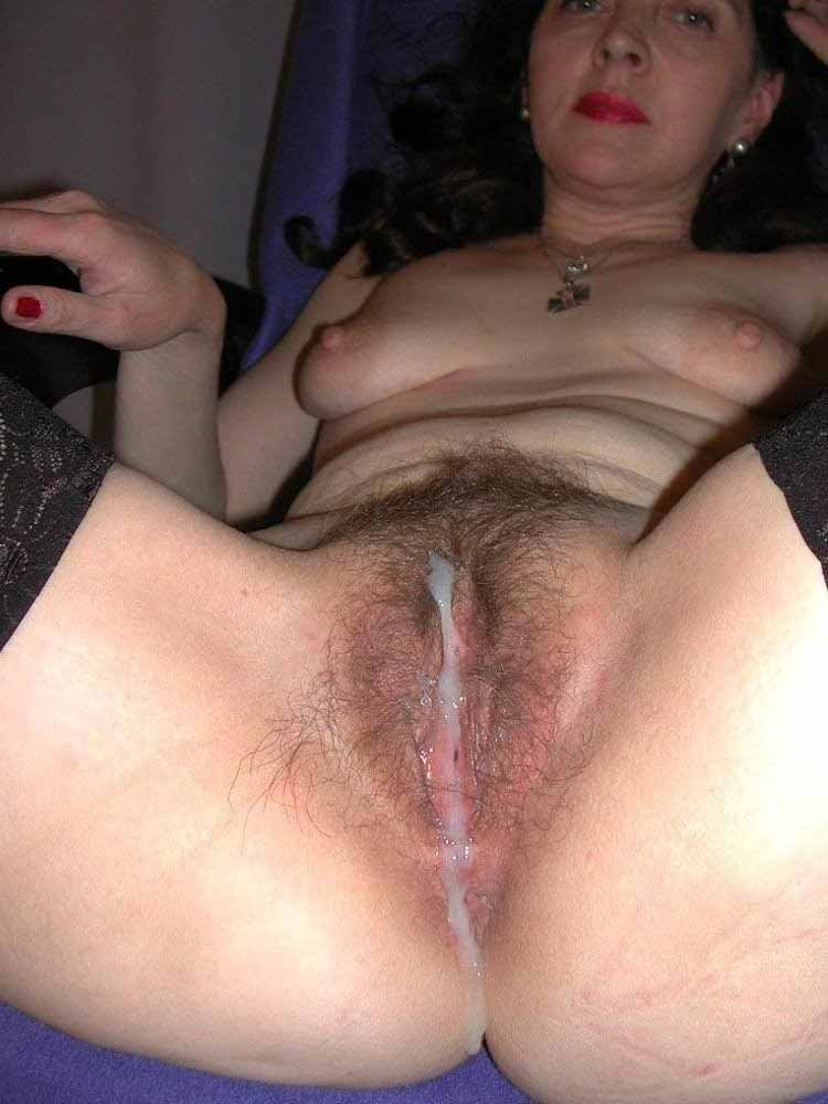 Husband eat 5 guys cum out of wife ass