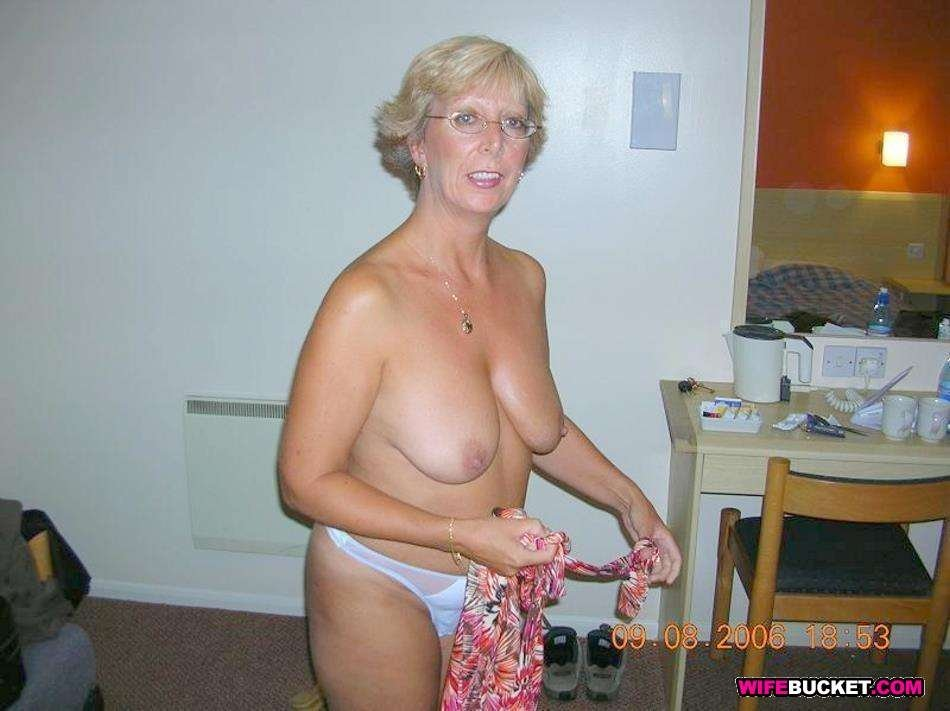 skinny blonde amateur