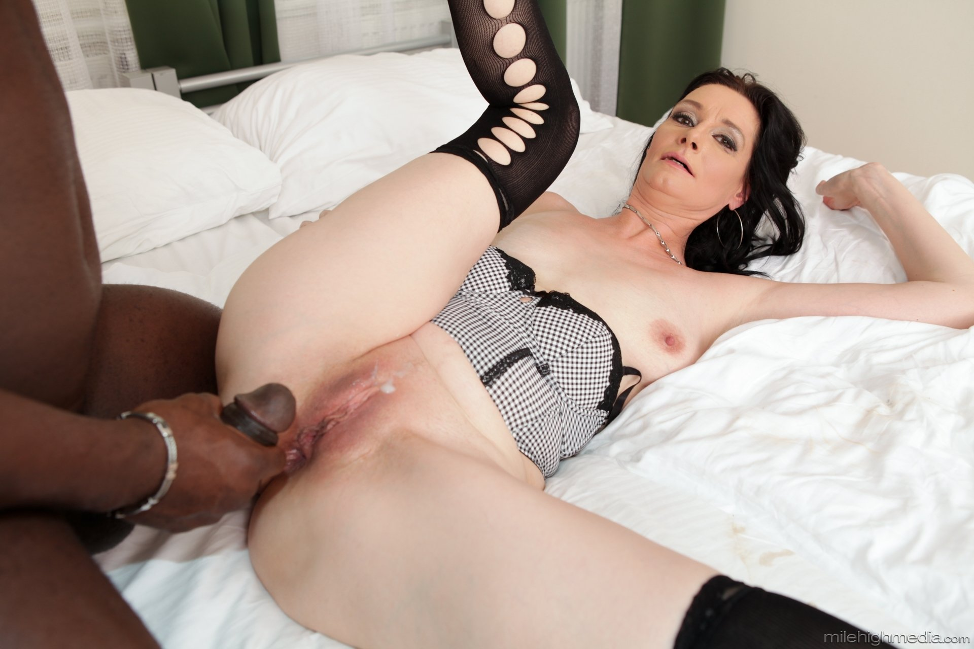 Mom frindes home Milf screams orgasm Cam for you