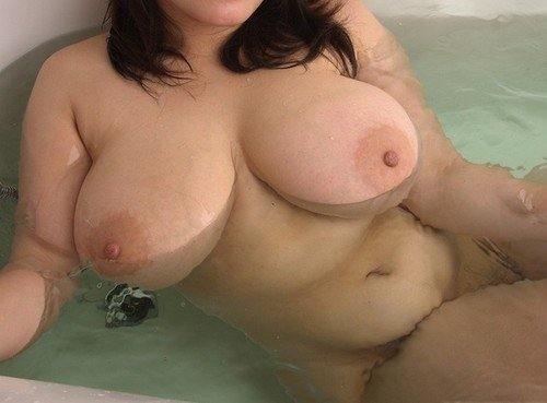 Togal    reccomended bhabi showing boobs