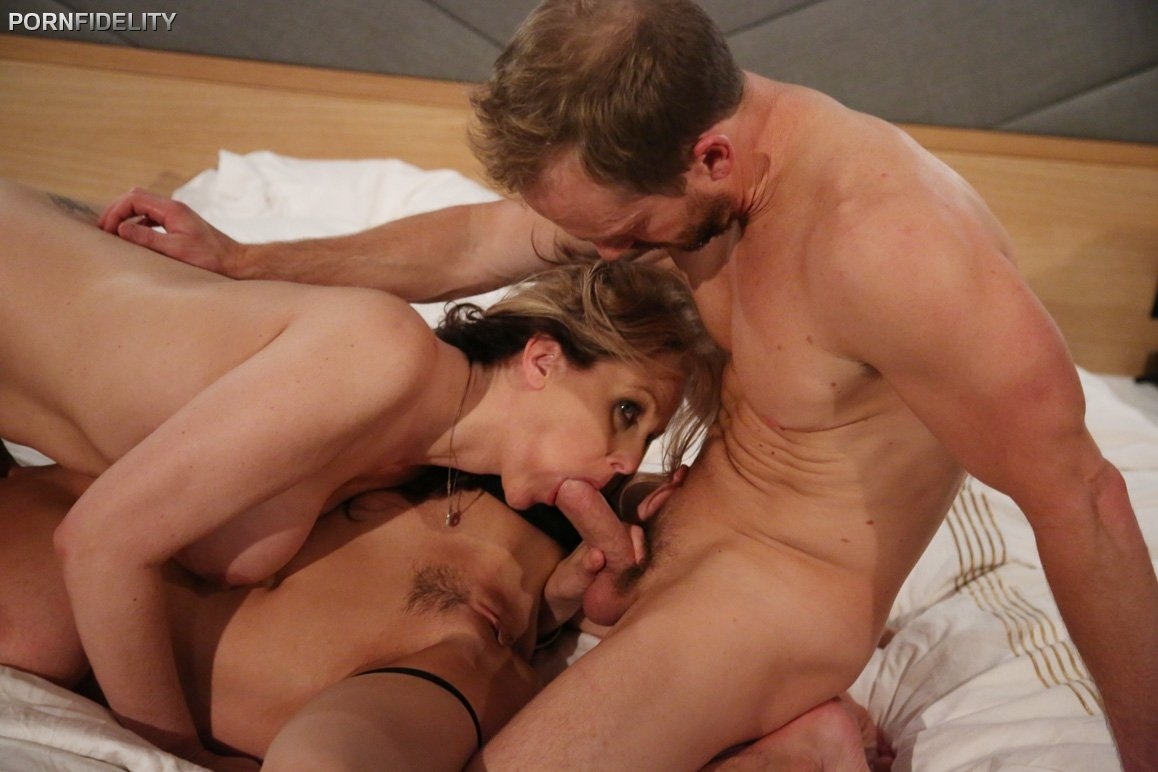 Wife wants mfm threesome #1