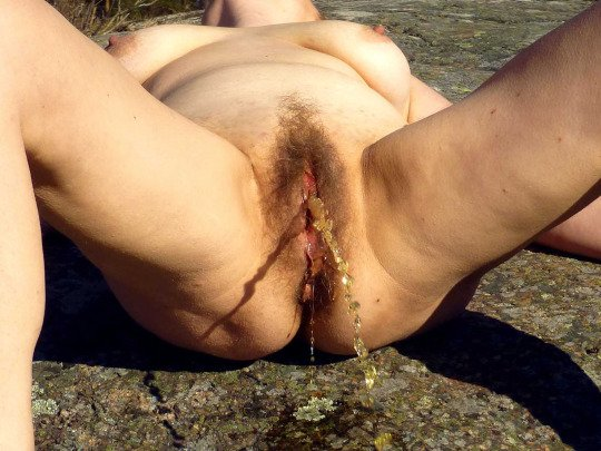 Hairy mature pussy pissing hard outdoors