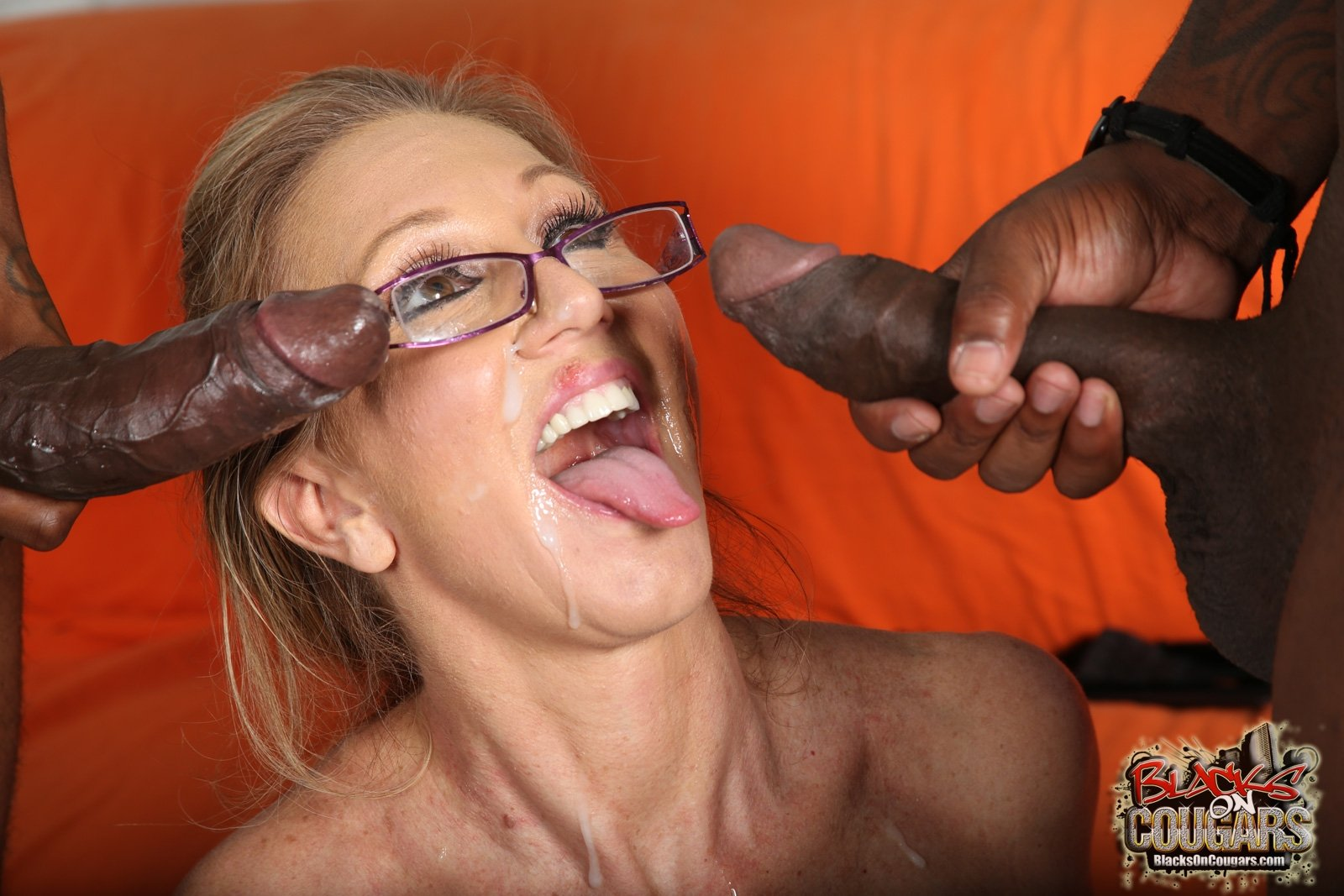 milf-interracial-facial-pictures-lesbian-club-in-florida