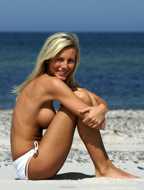 Vibar    reccomended beautiful women nude on the beach
