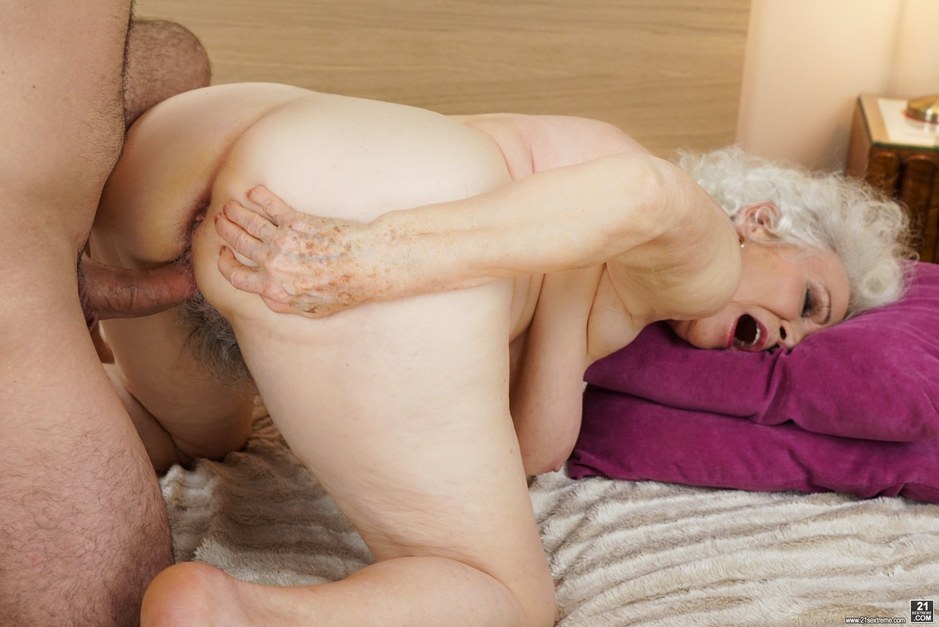 Lony reccomend Lonely housewife fucked by stranger