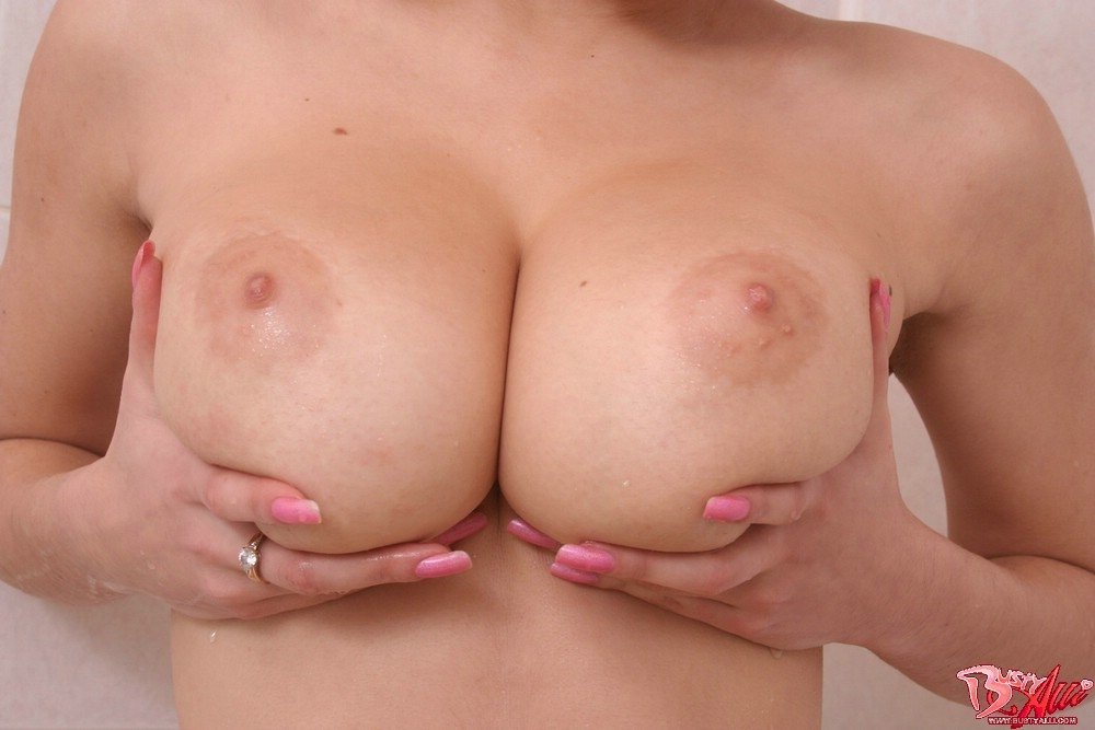 nude moms over 0