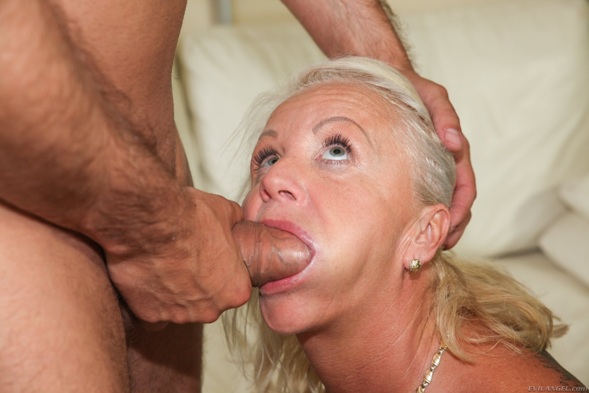 xxx mom hardcore