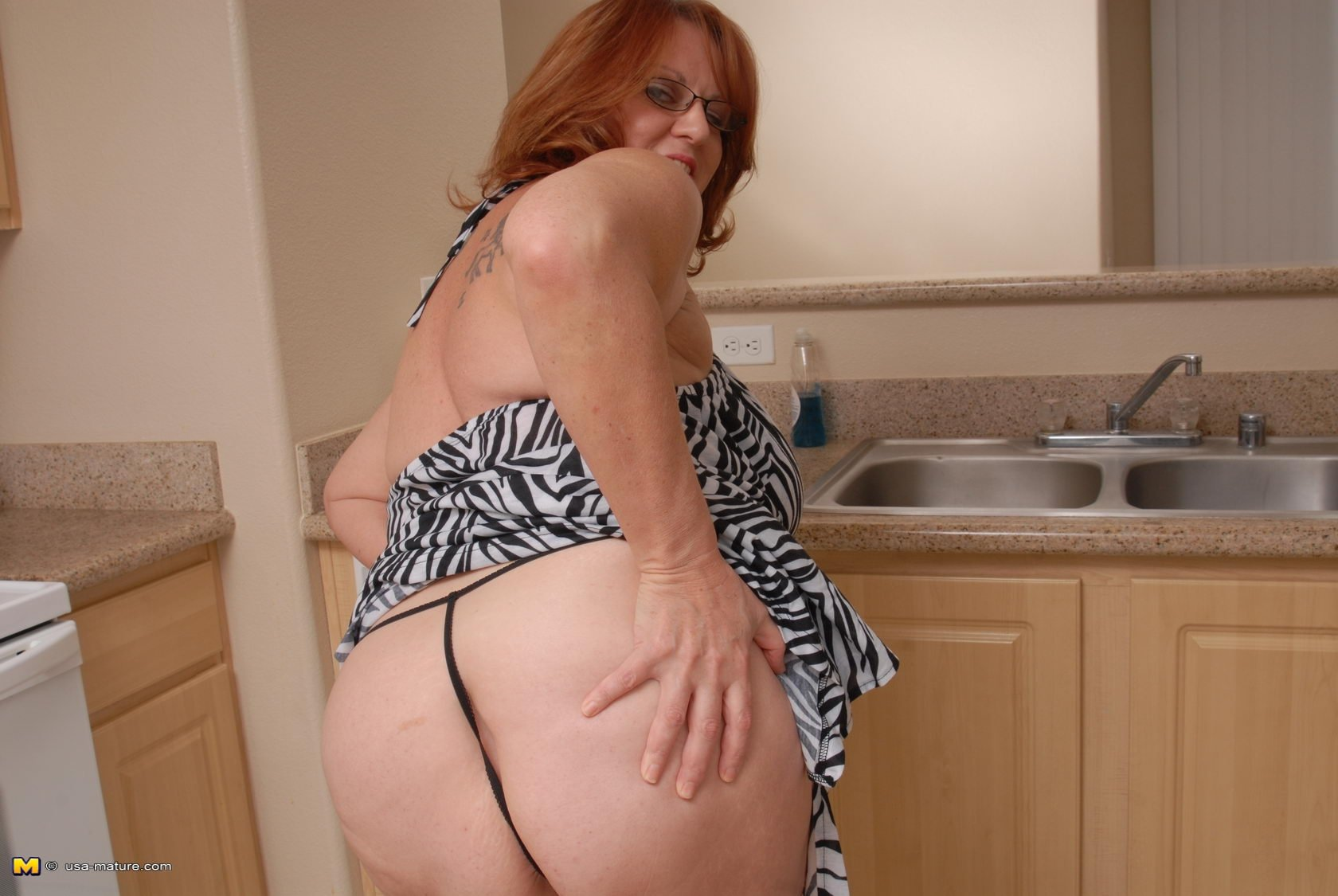 Busty wife cougar