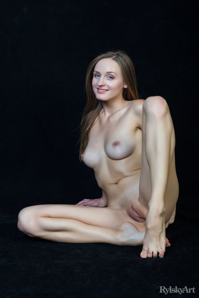Teen creampie eating tgp Lascivious lady performed python jerking in style