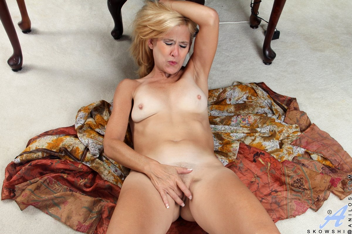 old mature nude pictures