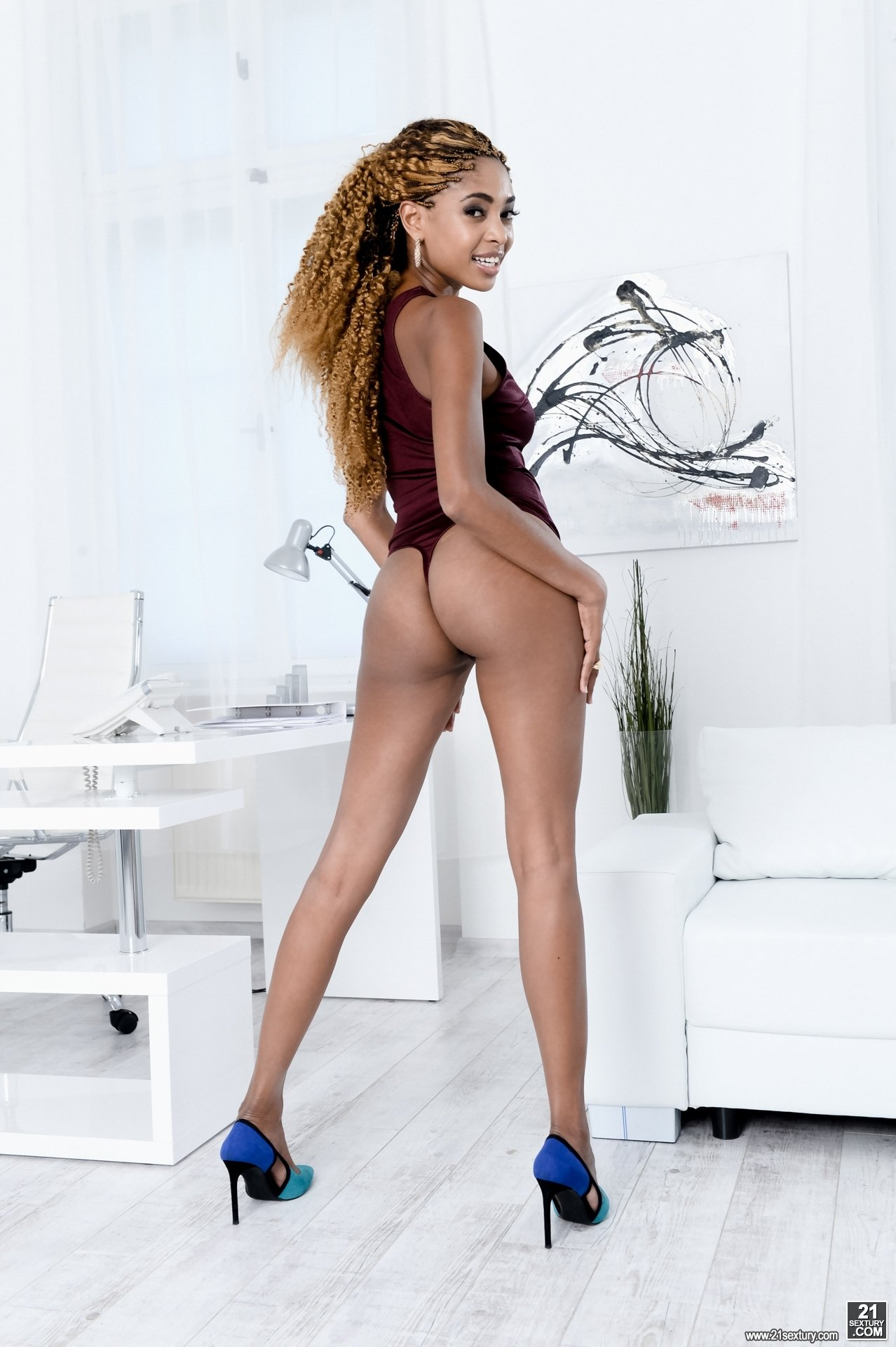 Nude housewives pussy