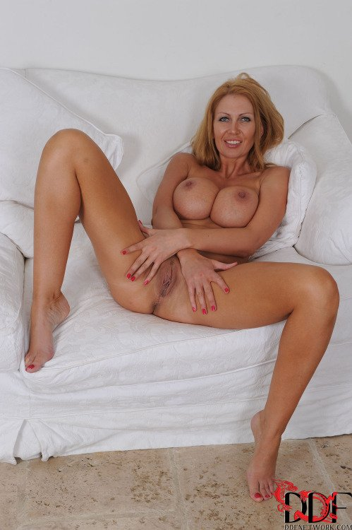 housewife  on  videos