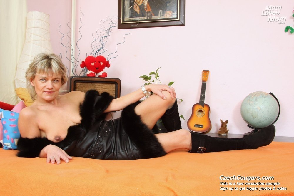 amateur cuckold voyeur hot mom mature pics