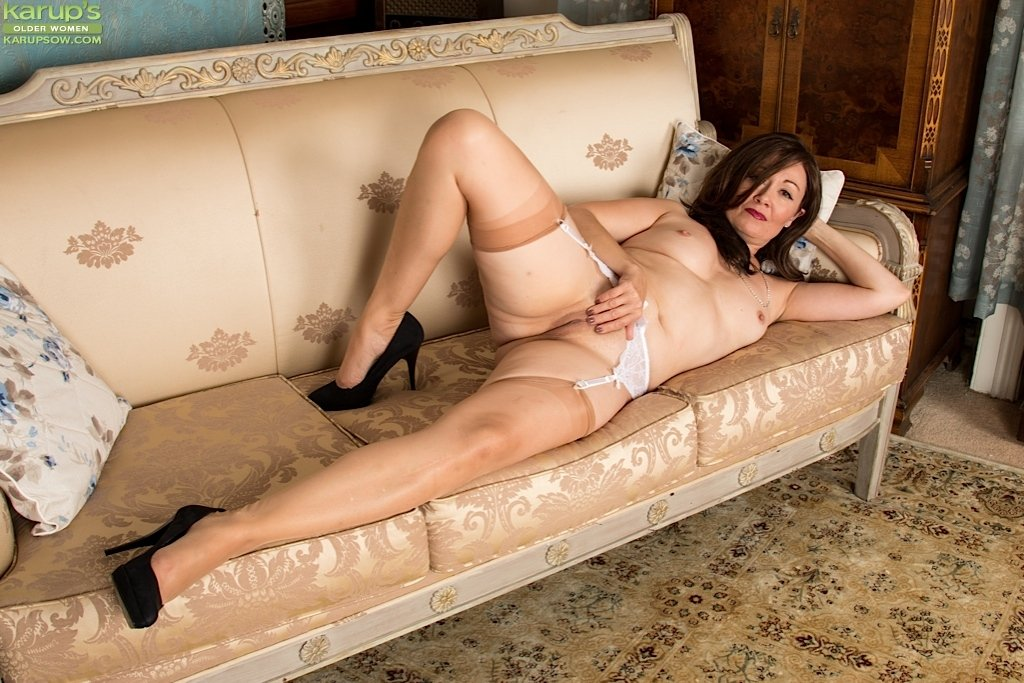 xnxx mature feet there