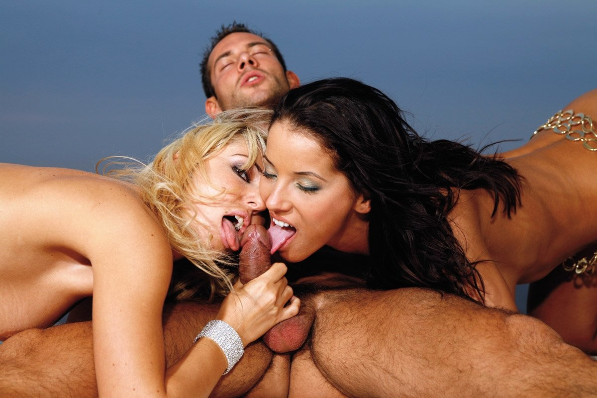 Soldier Gets His Dick Shared By Three Army Babes Electra Angels, Maria Bellucci And Sarah James