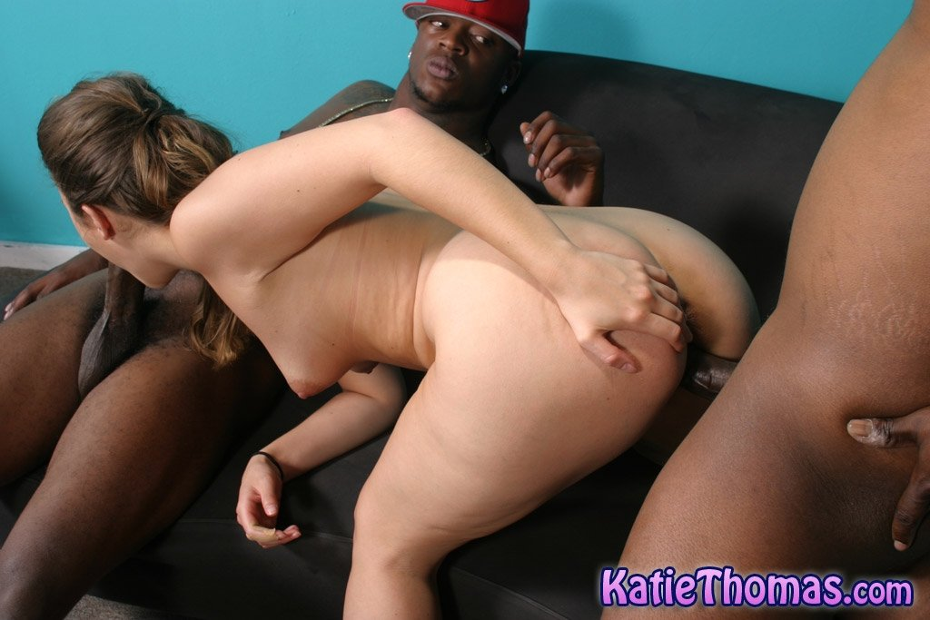 Lady Dee pleases two guys by giving them a good fellatio POV