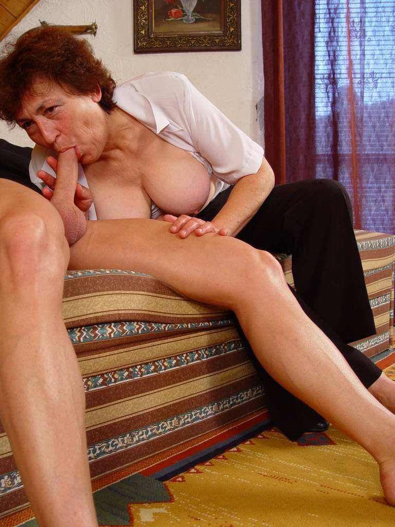Hot amateur gets double penetration