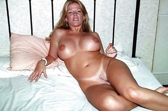 Sexy naked tanned milf