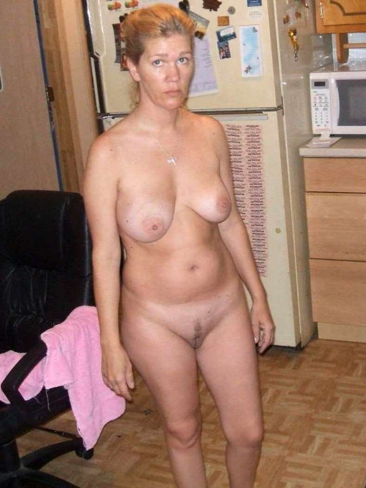 Busty lingerie milf toys pussy before les toy there