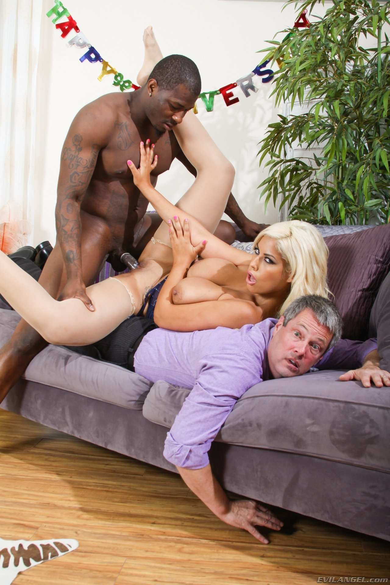 Black people naked sex Swinger party games Moms petit