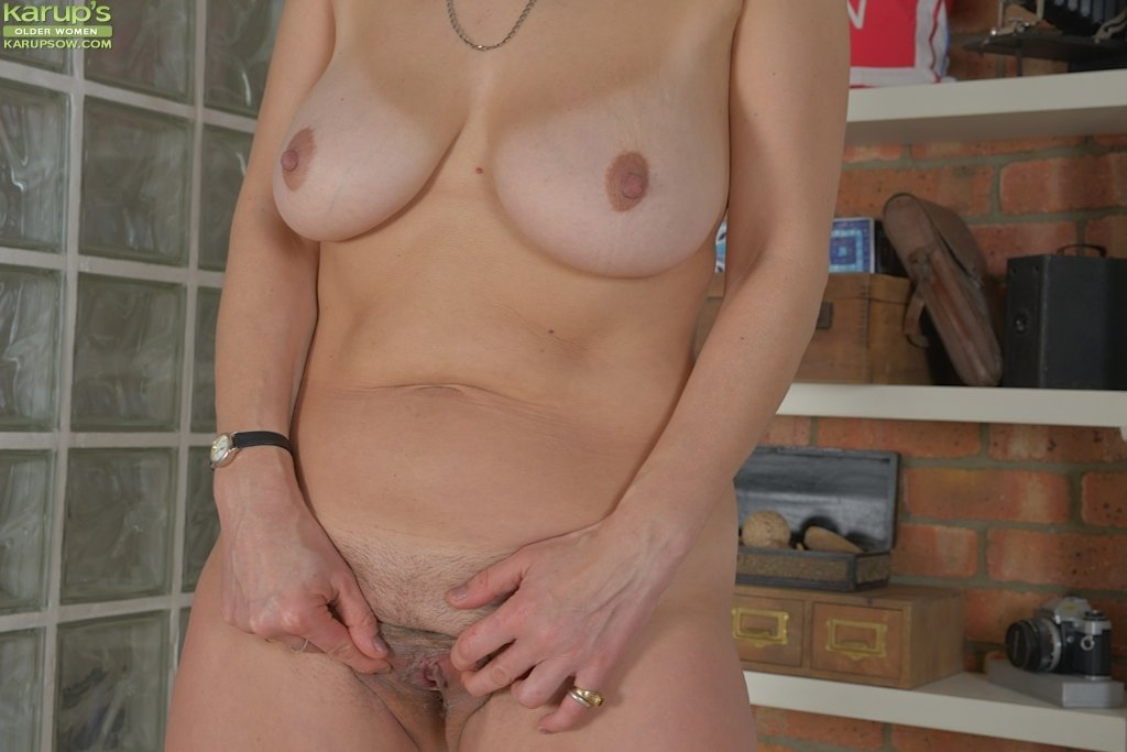 mature naked horny women