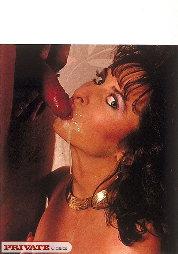 Lasbian urin pussy in glass and drunk