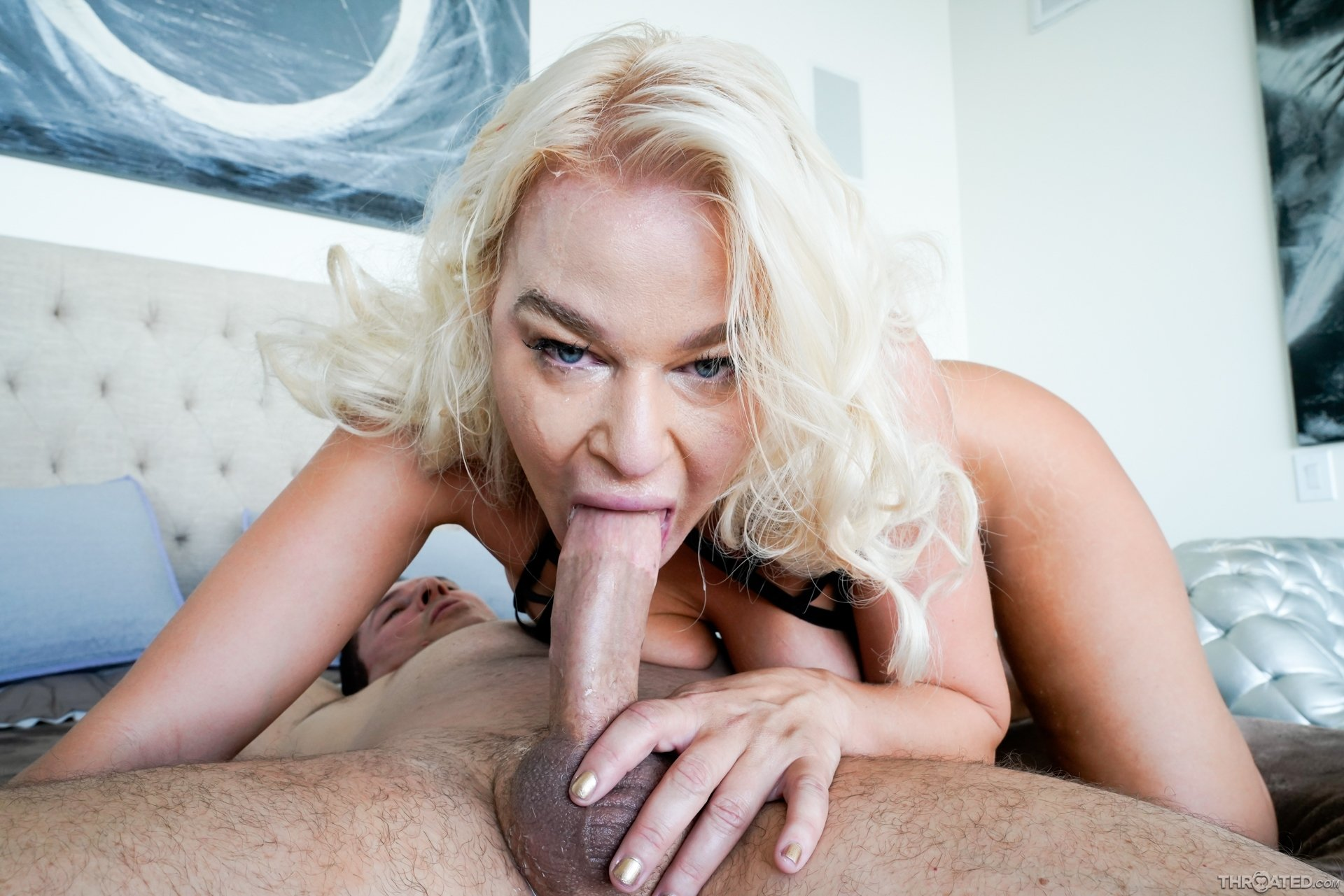 Kizahn    reccomended young sexy blond