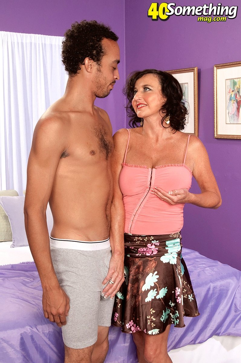 Mature with tiny tits Chat rooms bisex