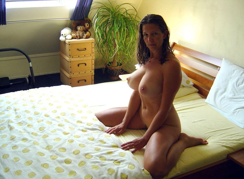 Mature nude wife glasses
