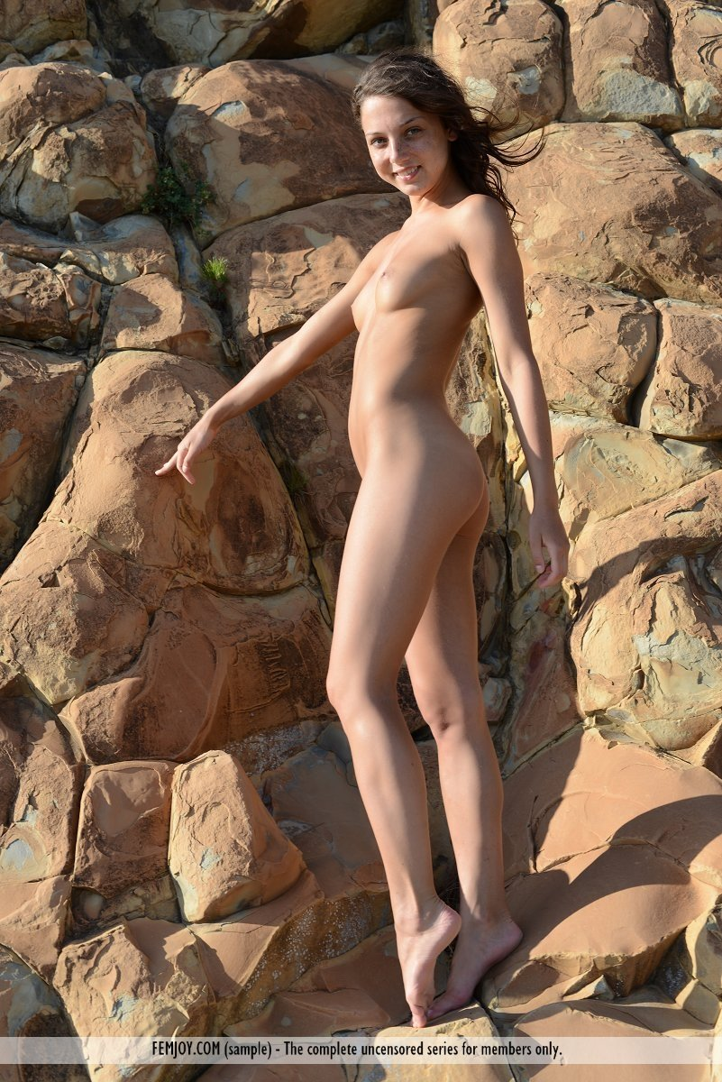 hot sexi naked girls there