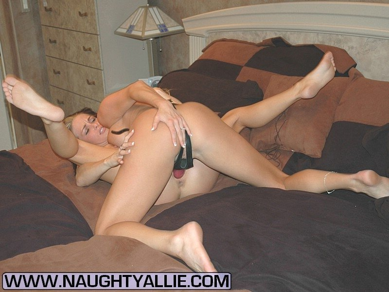 Horny lesbian pictures #1