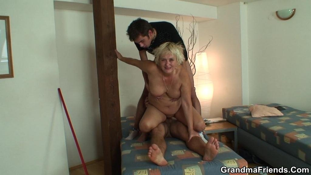 Amateury shemale forced sex threesome mmf