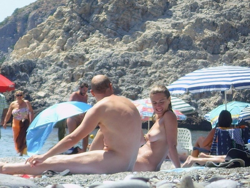 beautiful girls naked on the beach