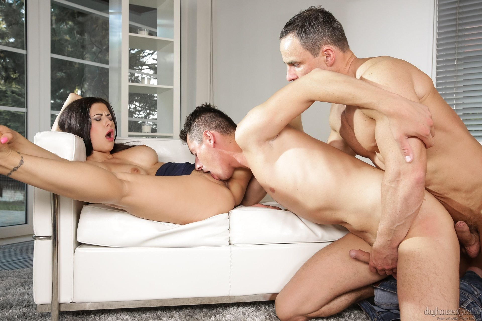 Bi threesome fucking