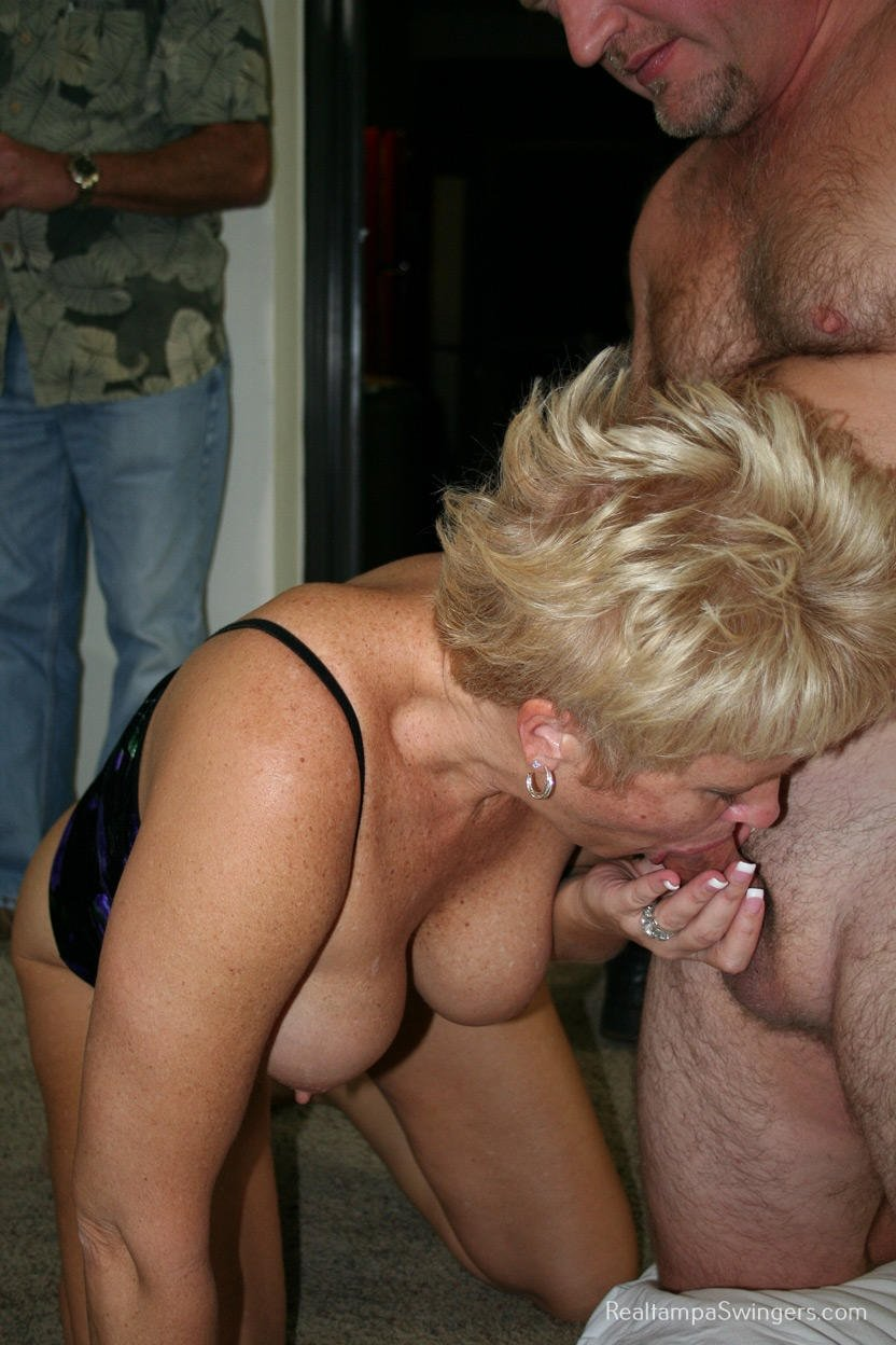 Lick wife pussy