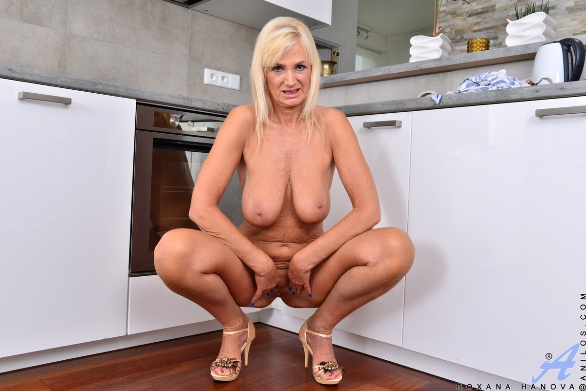 mature busty milf pics there